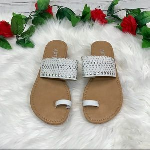 Apt. 9 lightweight white and tan sandal size 5-6