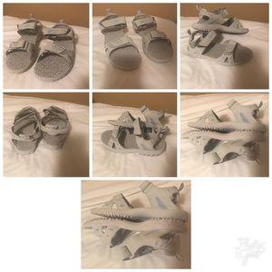 Womens Gray Reebok Hiking Athletic Sandals SZ 7