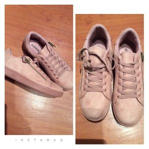 🌺 Mauve Pink Sneakers NEW 🌺
