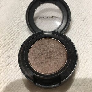 "Mac eyeshadow ""satin taupe"""