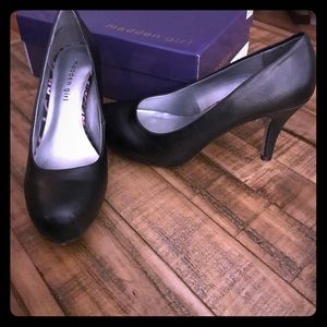 Madden Girl black leather pumps