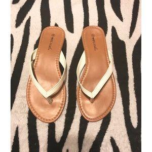 ✨3 for $12✨white flip flops