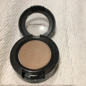 "Mac eyeshadow ""era"""