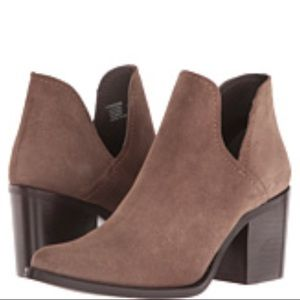 Steve Madden deep v cutout ankle bootie leather