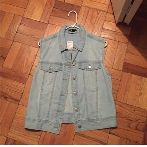 NWOT😍Women's denim vest!!