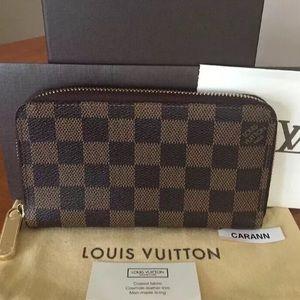 Louis Vuitton's Zippy Wallet Damier Ebene