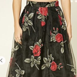 Floral skirt never worn tags on!