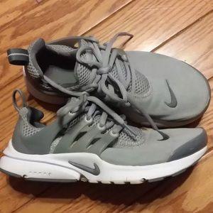Nike presto 4Y 6W