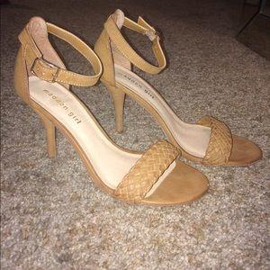 Tan ankle strap heels 👠