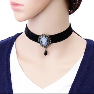 Vintage Style Cameo Design Choker Necklace
