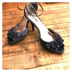 Unlisted by Kenneth Cole Navy heels