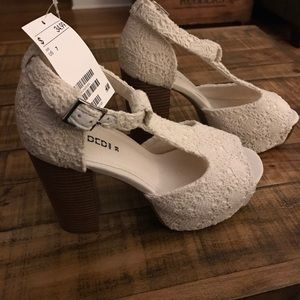 Lace/Crocheted Platform Heels. New With Tag!