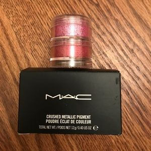 MAC Crushed Metallic pigments