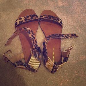 Adorable leopard print sandals