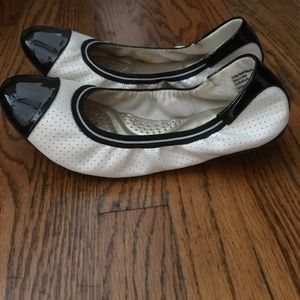 Black & White Flex Comfort Flats