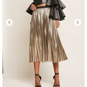 Dresses & Skirts - Metallic pleated midi skirt
