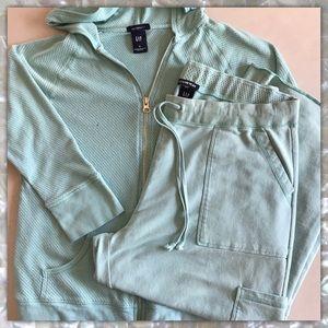 GAP MATERNITY Jacket and Pants set