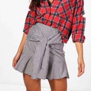 NWT BooHoo Gingham Tie Skirt