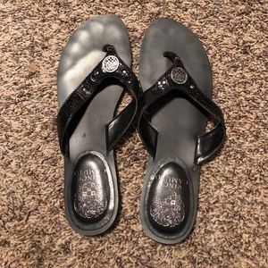 Black Vince Camuto flip flops!