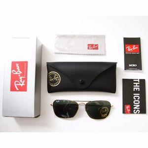 Ray-Ban RB3136 Caravan Green Classic Sunglasses