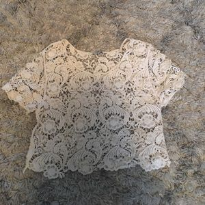 Beautiful crop top cream color size small