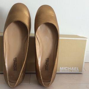 MICHAEL Michael Kors gold flats with box