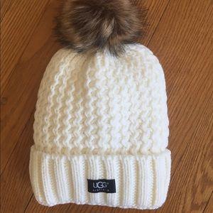 Warm loose knit Pom Pom hat
