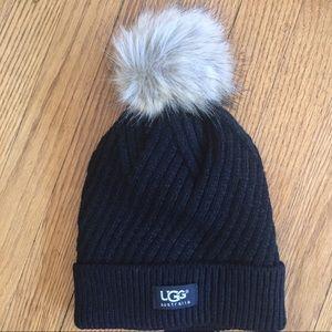 Warm winter hat with Pom Pom. ☃️