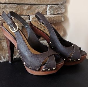 NEW Steve Madden wood studded leather heels
