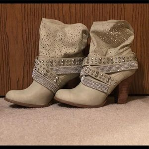 Not Rated Bling Cream Boots Size 8.5