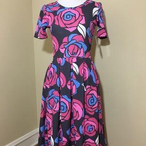 LuLaRoe Amelia Dress Size Small. Fits size 6-8.