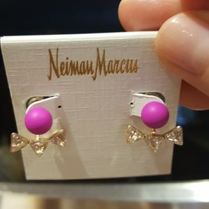 New!Very Sparkly Neiman Marcus earring.Never worn
