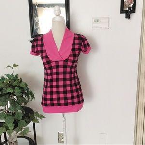 Discreet Pink Black Short Sleeve Top