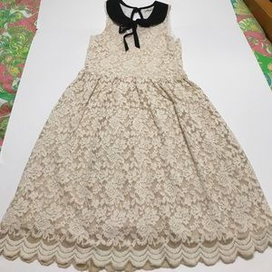 Antique lace sleeveless dress