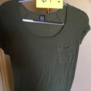 ✨ Army green t-shirt ✨