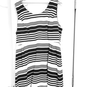 Sleeveless black/white dress