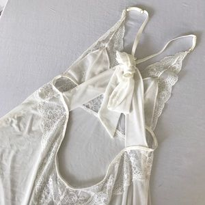 Other - NWOT cross bridal white lace babydoll deep back