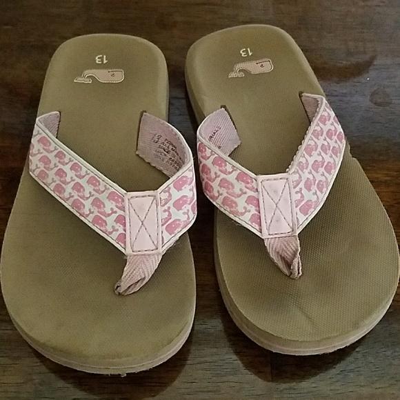 153fb2d7e797 Girls Vineyard Vines white w pink whale flip flops.  M 59ece17ad14d7bd5eb08efb8