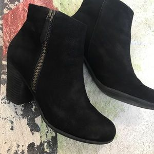 Suede booties with cute zipper detail