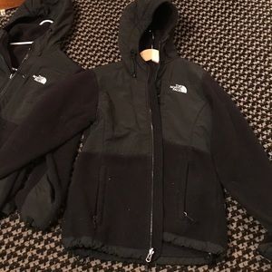 Black hooded north face
