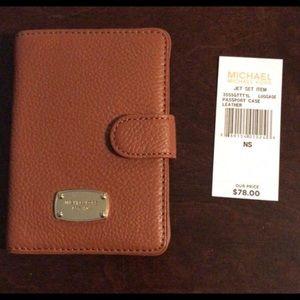 Michale Kors Jet Set Passport Wallet in Luggage