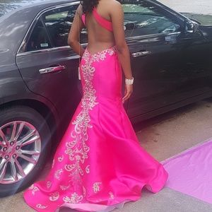 Morrell maxie prom gown fuschia