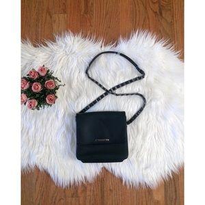 🍂 Vintage 90's Vegan Leather Crossbody Bag 🍂