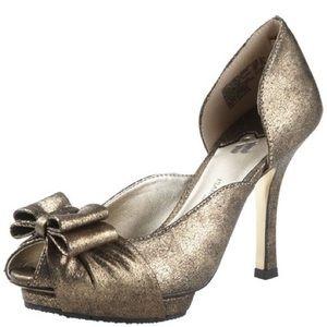 Isabel Toledo silver metallic pumps!