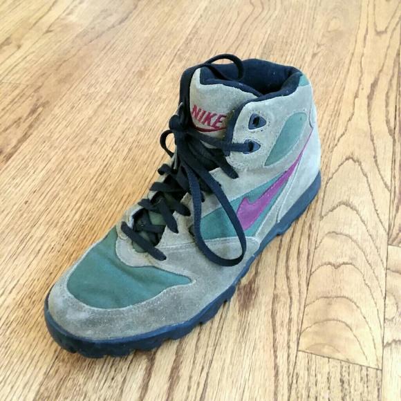 0f2cd7a7ba93 Nike Caldera Vintage Hiking Boots. M 59ecf19b6a5830ab8f095fe9