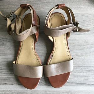 Leather strappy wedged sandal