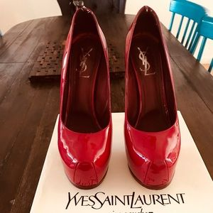These YSL pumps are in great condition!