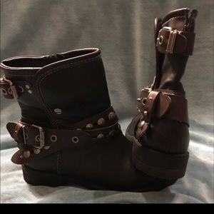Ruffhewn Black w/brown straps size 7