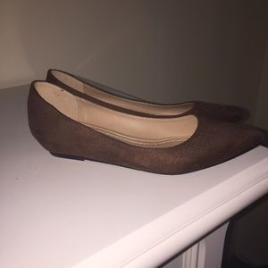 Brown pointy toe flats