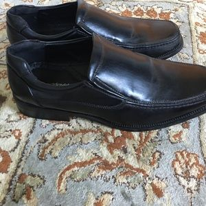 Men's black dress shoe. Slightly worn.